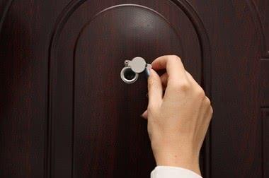 Как выбрать входную дверь в квартиру: советы профессионала